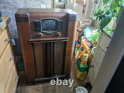 1940s Zenith Cabinet Radio