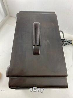1949 Zenith consol-tone tube radio, model 6D615 Art Decco style bakelite