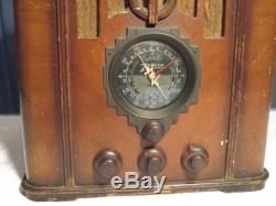 ANTIQUE ZENITH MODEL 5-5-29 TOMBSTONE RADIO WOODEN TYPE TYPE VERY NICE LOOK