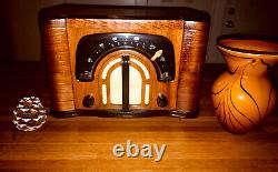 Antique Wood Radio 1942 ZENITH BOOMERANG RESTORED With BOSE BLUETOOTH & VASE