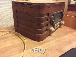 Antique Working Art Deco Zenith Model 5678 Wood Tabletop Tube Radio Beautiful