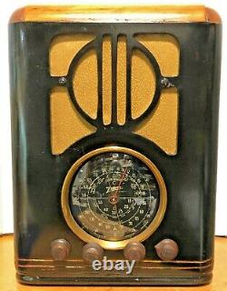 Antique Zenith, Tombstone Tube radio, Standard & Foreign Broadcast. Model R630072