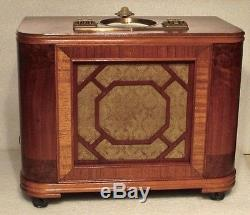 Antique Zenith vintage chairside tube radio restored and working