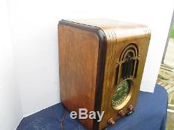 BEAUTIFUL VINTAGE 1938 ZENITH MODEL 5S-228 TOMBSTONE PLAY AND DISPLAY