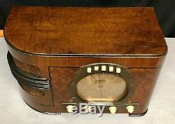 Beautiful 1939 Zenith Stars & Stripes vintage vacuum tube radio