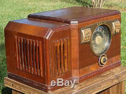 Beautiful 1940 Zenith Model 10S531 Table Radio- Powers On- All Original & Intact