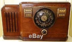 Beautiful Vintage Zenith 10S531 Table Top Tube Radio Works