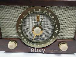 Beautiful Vintage Zenith Hi Fidelity Wood Cabinet AM/FM Tube Radio Model No. Y832