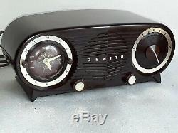 Beautiful vintage 1950s Zenith mid century clock radio model S-19501