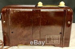 Beautiful, working 1940 Zenith 6D-510 vintage vacuum tube bakelite radio