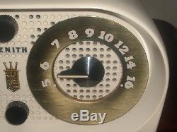 EXCELLENT VINTAGE RETRO ZENITH OWL FACE TUBE BAKELITE AM CLOCK RADIO WORKS GOOD