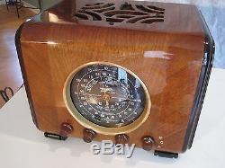 EXCEPTIONAL VINTAGE ZENITH 6S222 RADIO