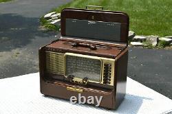 Mid Century 1957 Zenith A600L Portable Multiband Tube Radio