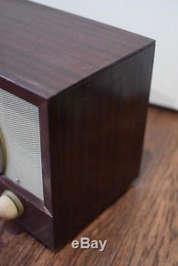 Mid Century Modern 1950's Zenith Tabletop Radio Model S-40191 WORKS 1956