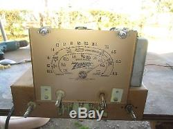 NICE VINTAGE ZENITH MODEL 5S-319 RACE TRACK TUBE RADIO WITH BAKELITE KNOBS