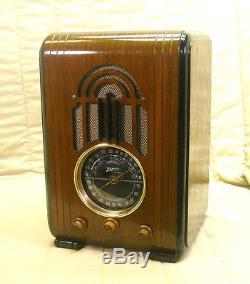 Old Antique Wood Zenith Vintage Tube Radio Restored & Working Black Dial