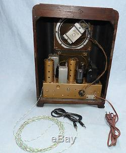 Old antique ZENITH wood tombstone tube radio. I-Pod compatible. RACETRACK DIAL