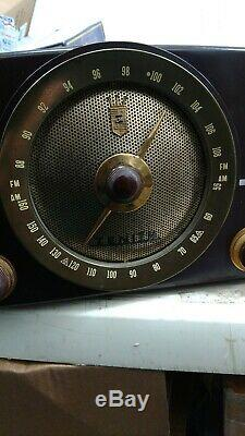 Outstanding Vintage Bakelite Zenith AM/FM Tube Radio Model Y825