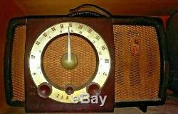 R1-129 Zenith Am & Fm chasis 7H02 Vacuum Tube Radio Untested un-inspected