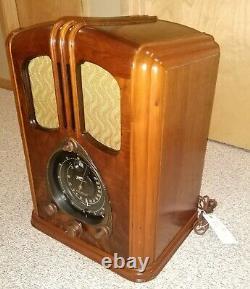 Rare Zenith 9S232 / 9-S-232 Walton Tombstone Radio