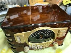 Refurbished 1940/41 Zenith Model 7S529 Table Radio with push button presets