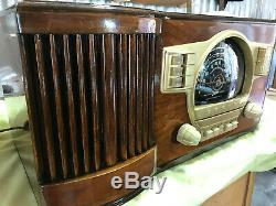 Refurbished 1940/41 Zenith Model 7S530 Table Radio with push button presets
