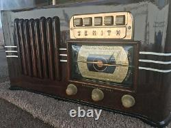 Refurbished 1941 Zenith Model 6-S-528 Table Radio with pushbutton presets