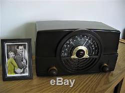 Restored Vintage 1949 Zenith Bakelite AM / FM Table Radio THE ULTIMATE
