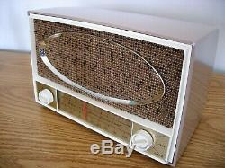 Restored Vintage ZENITH 1960 HIGH FIDELITY am / fm / MP3 compatible Table Radio