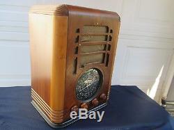 VERY NICE VINTAGE ZENITH TOMBSTONE TABLE TOP TOMBSTONE TUBE RADIO