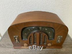 VINTAGE 1940s ZENITH ANTIQUE OLD BOOMERANG DIAL WOOD CABINET TUBE RADIO