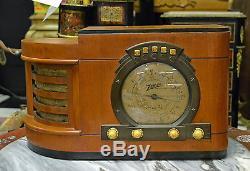 VINTAGE ZENITH STARS AND STRIPES TUBE RADIO MODEL 6S322