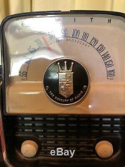 VINTAGE Zenith The Royalty Of Radio very clean FLIP TUBE RADIO Works