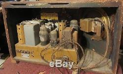 Vintage 1937 ZENITH STARS AND STRIPES tabletop Tube Radio Model 6S321