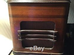 Vintage 1938 Zenith 12-S-245 Chairside Walton-Shutterdial Radio