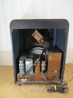 Vintage 1938 Zenith Model 6-J-230 Tombstone Style Tube Radio in Wooden Case