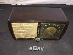 Vintage 1946 Zenith Consol Tone Bakelite Radio Made in USA Model 5D011