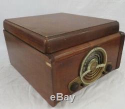 Vintage 1947 Zenith Cobra Model 6R886 Turntable & Tube Radio