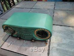 Vintage 1950's Zenith Owl Eyes Rare Green Tube Radio Model