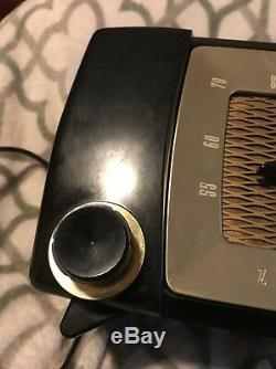 Vintage 1950's Zenith Radio Model H615Z Tube Radio