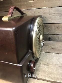 Vintage 1950s Zenith Art Deco Bakelite Tube Radio Model K 526 (S-19493) Working