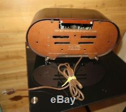 Vintage 1951 Zenith Consoltone Tube Radio Model H511 Bakelite Case