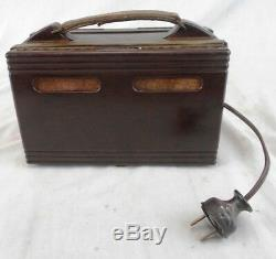 Vintage FADA P80 Bakelite Tube AM Radio in Good Working Order