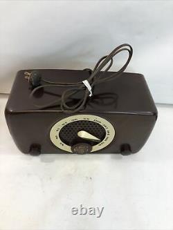 Vintage FM Zenith Model 7M918 Art Deco Tube Radio Powers Up Bakelite Cabinet