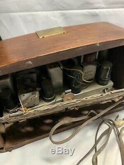 Vintage Mid Century Modern Eames Zenith Radio 6D030 A4