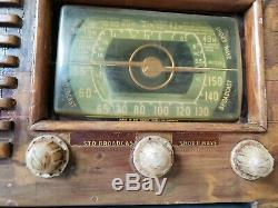 Vintage Wooden Antique Tube Radio ZENITH Model 6S527. Circa 1941 Turns on