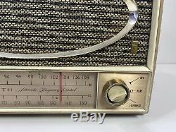 Vintage ZENITH 1960 HIGH FIDELITY am / fm Table Radio