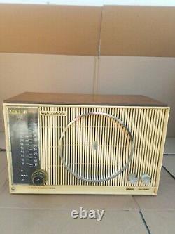 Vintage ZENITH AM, FM Radio model H 845 manufactured in USA
