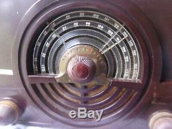 Vintage ZENITH Model 7H820UZ Tube RADIO Bakelite, 1950's, Serviced & Works, FM