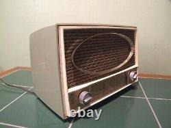 Vintage ZENITH Vacuum Tube 1951 era AM/FM Radio. New Tubes and Part Recapped